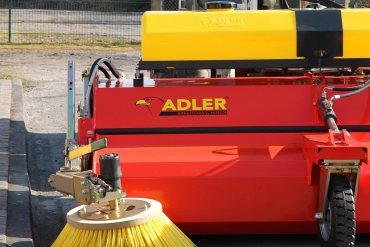 Anbau-Kehrmaschine K 750 von ADLER.