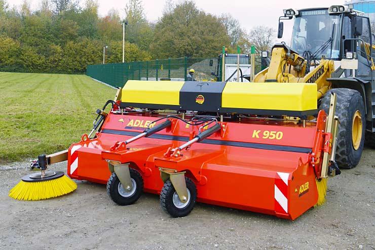 Anbaukehrmaschine K 950 von vorne.